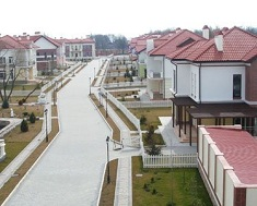 Как выбрать и купить дом в коттеджном поселке: виды недвижимости и их особенности