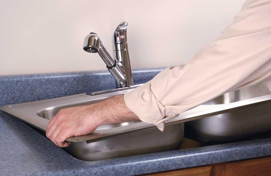 Установка раковины в столешницу на кухне своими руками видео