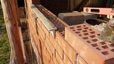 Строительство бани из кирпича: последовательность работ и требования к материалу