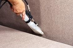 Способы и технология чистки  офисного дивана: методы и особенности