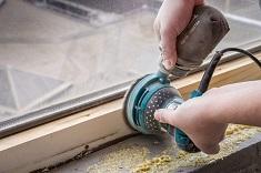 Как сделать реставрацию деревянных рам: способы и возможности