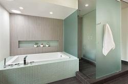 Какую душевую перегородку установить в ванной комнате: сравнение видов