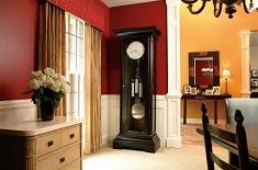 Какие напольные часы подобрать к интерьеру: виды, конструкции и особенности