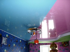 Как выбрать натяжной потолок для детской комнаты: критерии выбора и особенности