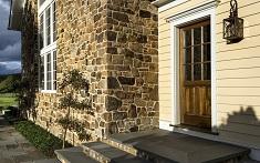 Облицовка фасада дома камнем: виды, преимущества и этапы