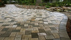 Мощение площадки перед домом гранитными плитами: этапы и особенности