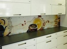 Установка скинали для кухни: достоинства материала и этапы монтажа