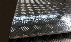 Способы изготовления алюминиевых рифленых листов: этапы производства и назначение