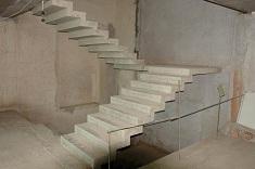 Выбор и особенности монтажа лестничных конструкций