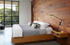 Преимущества облицовки спальни стеновыми панелями
