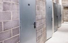 Какие требования предъявляются к противопожарным дверям: характеристики и типы