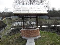 Как найти воду и этапы строительства колодца на даче