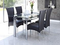 Какими преимуществами обладают стеклянные столы в интерьере: правила ухода за мебелью