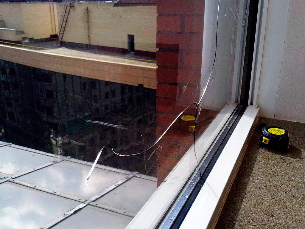 Способ уплотнения старого пластикового окна.